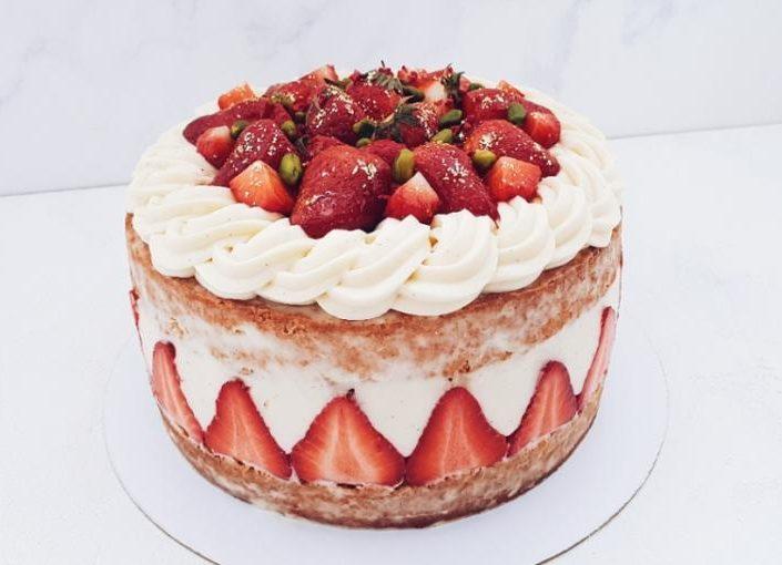 торт клубничный 710